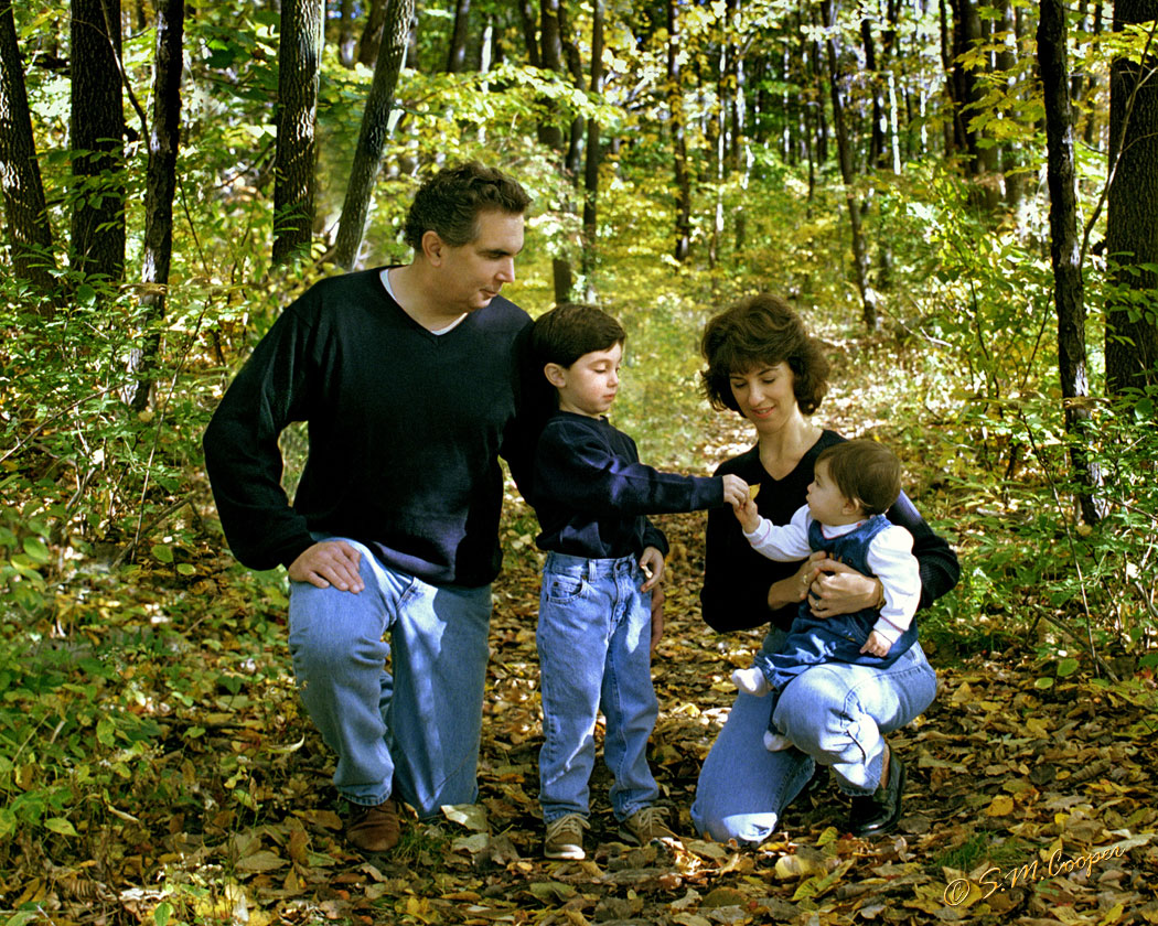 family_in_woods_323-718