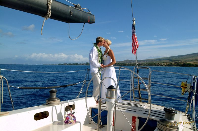 hawaii_boat_kiss_68_800_600_80-518
