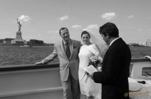natalya_ceremony_boat_BxW_74_800_600_80-524